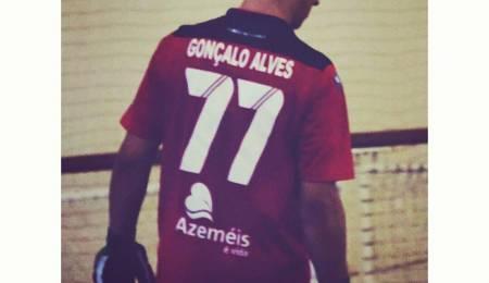 Gonçalo Alves oficializa saída